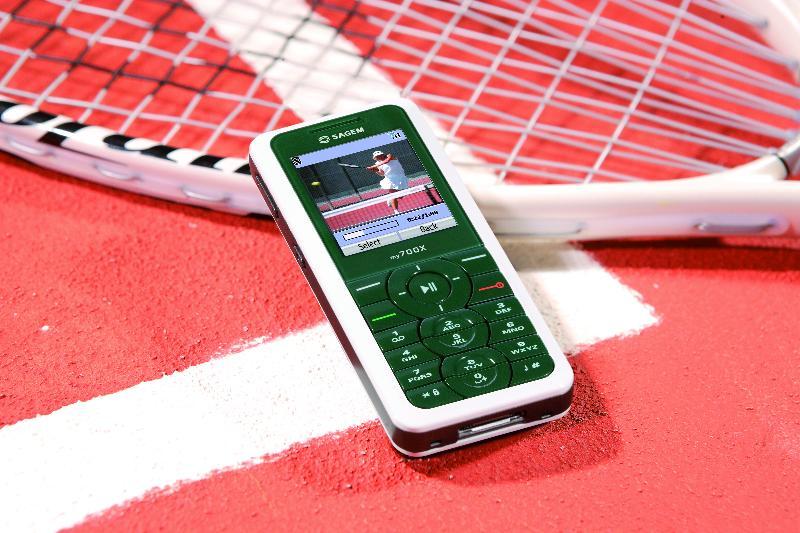 Sagem lance un mobile aux couleurs de Roland-Garros