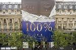 Une tablette de chocolat géante sur le siège parisien du LCL