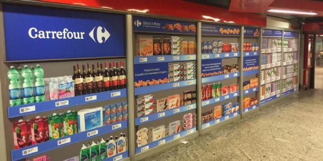 Faire ses courses dans le métro milanais avec Carrefour